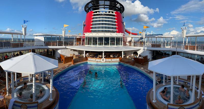 navio-disney-magic-em-copenhague-piscina-de-adultos