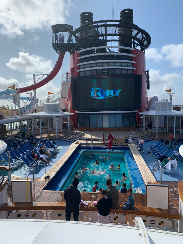 navio-disney-magic-piscina-de-familia
