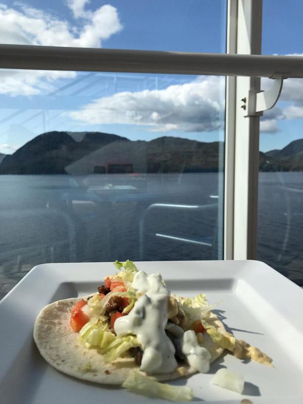 shawarma-no-alasca-no-navio-disney-wonder
