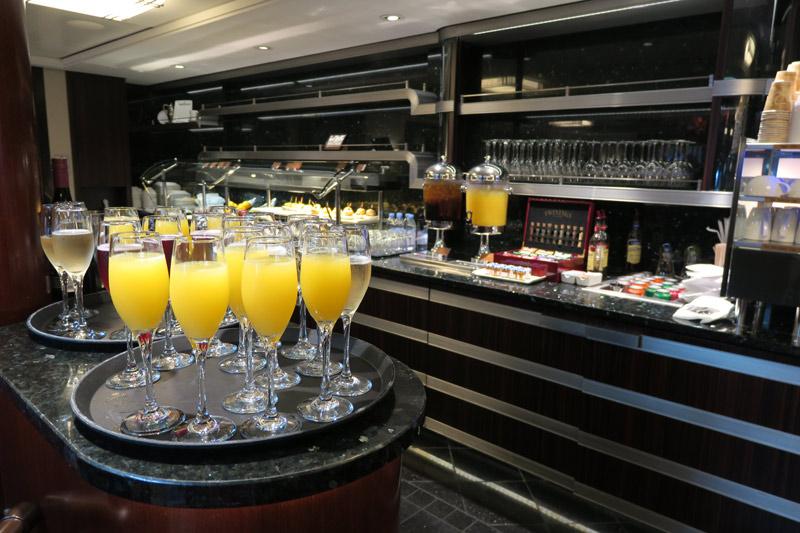 Mimosas e espumantes no Concierge Lounge