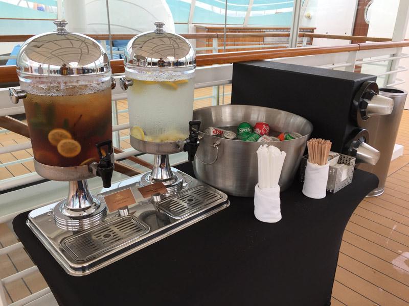 Benefícios da Cabine Concierge nos cruzeiros Disney: Bebidas disponíveis no Concierge Sun Deck do Disney Dream