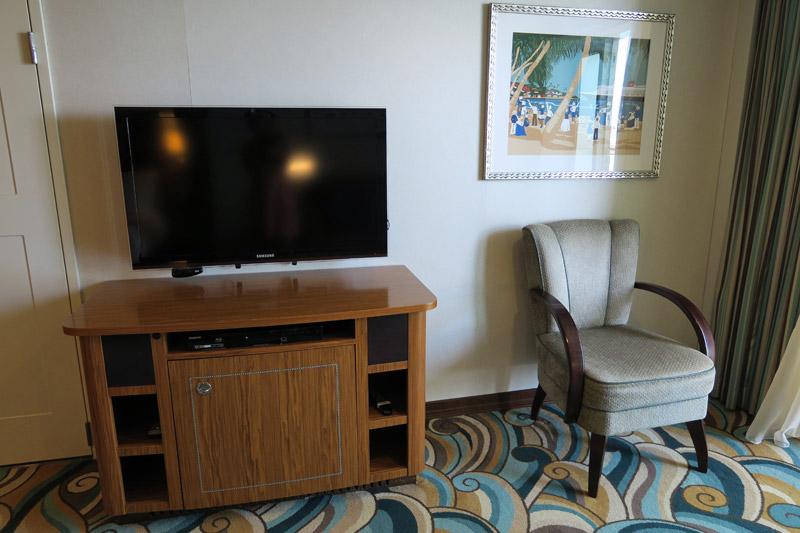 cabine-concierge-no-disney-dream-TV-cadeira