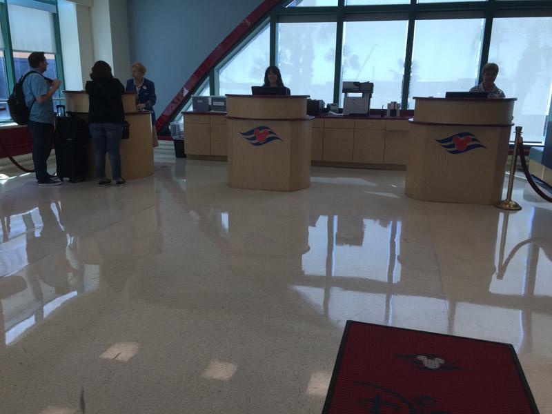 Benefícios da Cabine Concierge nos cruzeiros Disney: Check in para Concierge e Platinum em Porto Canaveral