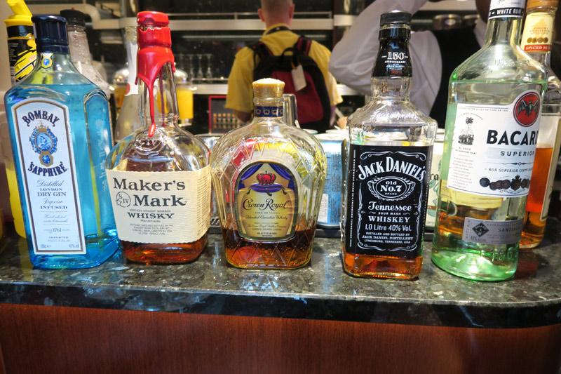 Benefícios da Cabine Concierge nos cruzeiros Disney: Open bar no Concierge Lounge