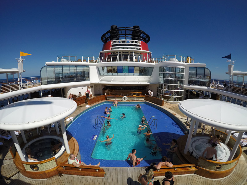 A piscina de adultos na Quiet Cove do Disney Wonder