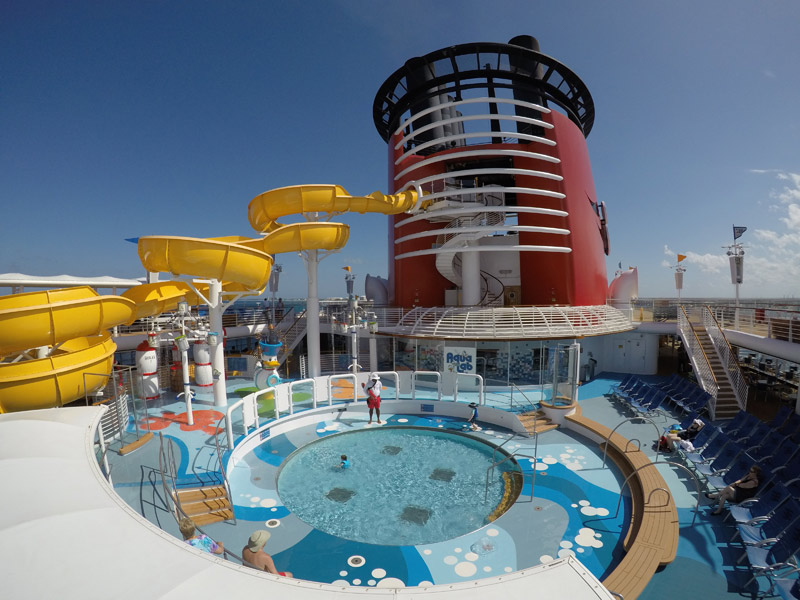 Piscina infantil no navio Disney Wonder