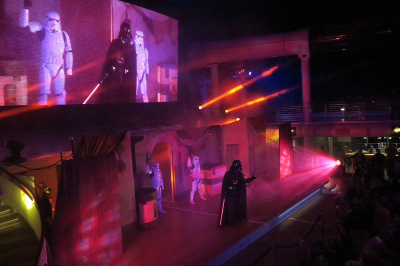 Darth Vader durante o show Summon the Force no dia Star Wars