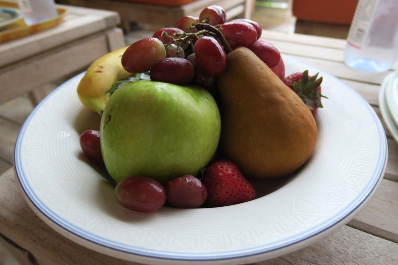 Depois do almoço aproveitamos as frutas que eles deixam na geladeira