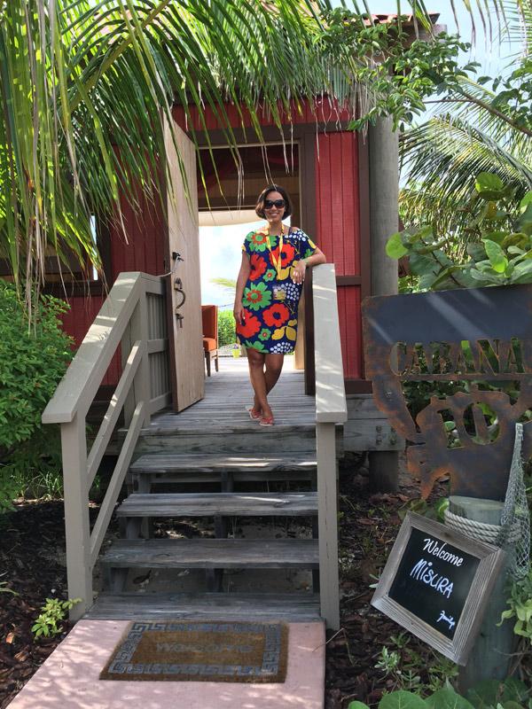 Eu na porta da Cabana, reparem na plaquinha com o nosso nome