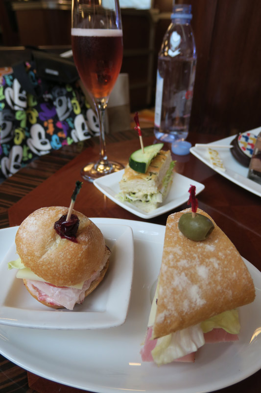 Benefícios da Cabine Concierge nos cruzeiros Disney:  recepção de boas vindas
