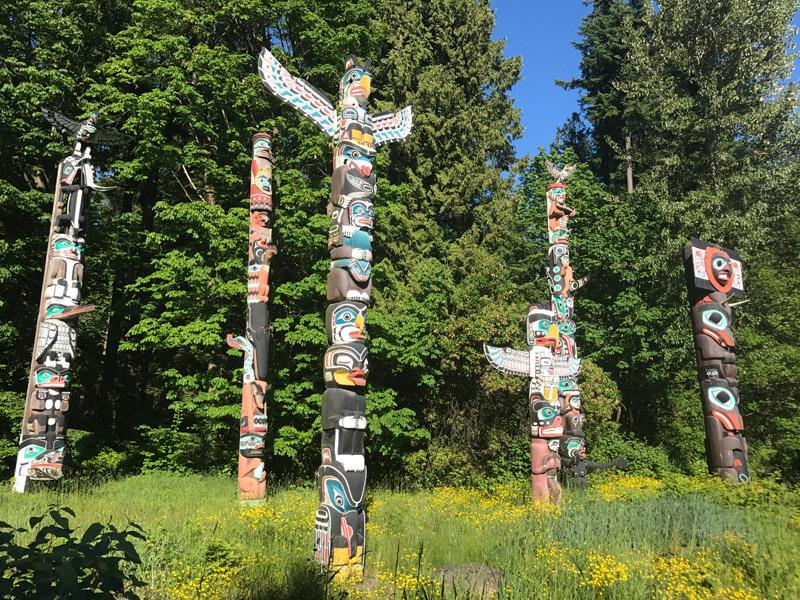 Os Totens no Stanley Park não podem faltar no seu roteiro em Vancouver. Foto: Luciana Misura