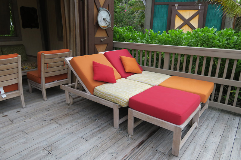 Espreguiçadeiras na varanda da Cabana em Castaway Cay